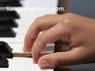 正确的钢琴起始手型